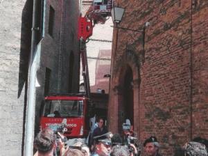I tentativi –  Ieri i pm, con periti e vigili del fuoco, hanno simulato la caduta – Ansa